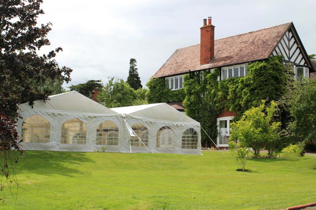 Using Gutters To Join Marquees.